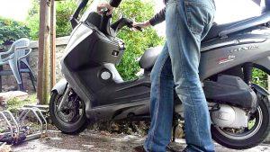 réparer un scooter